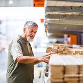 Man buying construction wood — Stock Photo
