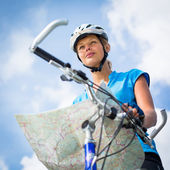Female cyclist, reading a map — Stock Photo