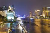 Zhujiang nehri ve modern binalar gece guangzhou, çin — Stok fotoğraf
