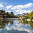 Lijiang old town and Jade Dragon Snow Mountain in China — Stock Photo