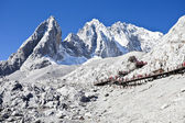 Jade Dragon Snow Mountain in Lijiang, Yunnan, China — Stock Photo