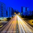 Moving cars on highway at night — Stockfoto