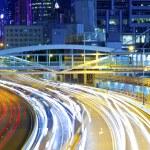 verkeer licht gebogen lijnen op weg tijdens het spitsuur — Stockfoto
