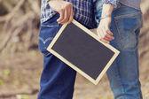 Wedding couple holding black board — Stockfoto