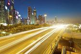 Verkeer in het centrum van hong kong's nachts — Stockfoto