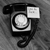Black retro telephone with reminder note — Stock Photo