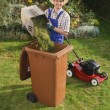 Man in the garden, compost bin — 图库照片