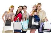 Vriendinnen gaan winkelen — Stockfoto