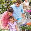 Garden centre family shopping flowers — Foto Stock