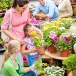 Family garden center shopping for flowers — Stockfoto
