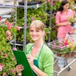 Florist at garden centre retail inventory — 图库照片