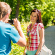 Young man take picture of his girlfriend — Foto de Stock