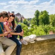 Young couple on vacation looking at map — Stockfoto
