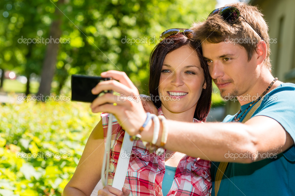 Young couple in love take picture of themselves outdoor — Stock Photo #12447334
