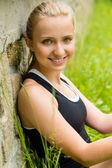 Mladá šťastná krásná žena s úsměvem portrét čerstvé — Stock fotografie