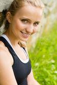 Close-up jonge verse vrouw buitenshuis — Stockfoto