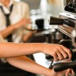 Close up hands waitress make coffee - Zdjęcie stockowe