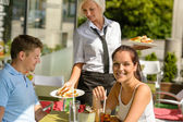 Waitress bring couple lunch food restaurant terrace — Stock Photo