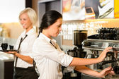 Staff at cafe making coffee espresso machine — Fotografia Stock