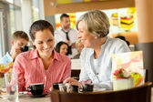 Mother and daughter relaxing in a cafe — Stock Photo