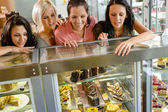 Women friends looking at cakes in cafe — Stock Photo