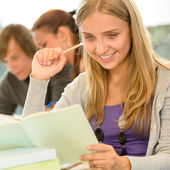High-school student taking notes in library study — Stock Photo