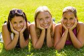 Teen women relaxing in park smiling friends — Стоковое фото