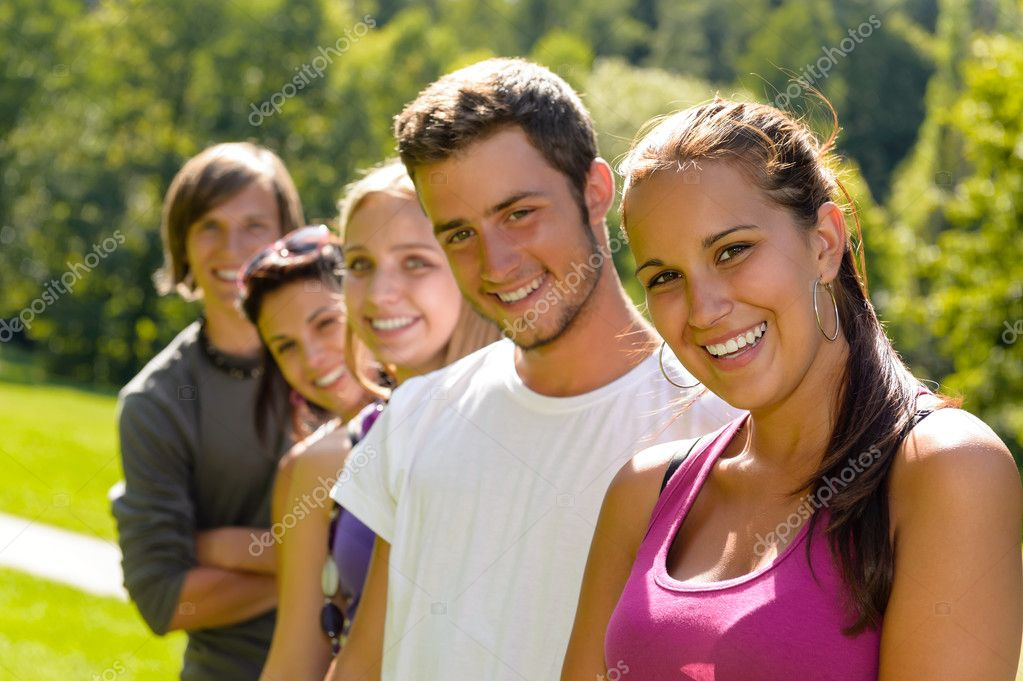Teens smiling in the park campus students friends schoolyard leisure — Stock Photo #12926433