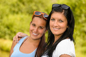 Mother and daughter smiling in the park — Stock fotografie