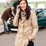 Woman on the phone repairman fixing car — Stock Photo