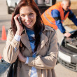 Woman talking on cellphone after car breakdown — Stock Photo