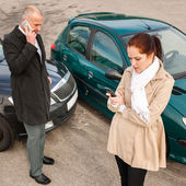 Woman and man on phone car crash — Stock Photo
