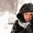 Woman car breakdown snow accident winter road - Stockfoto