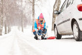 Woman with tire chains car snow breakdown — Stock Photo