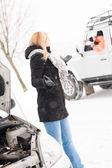 Woman having trouble with car snow assistance — Stock Photo