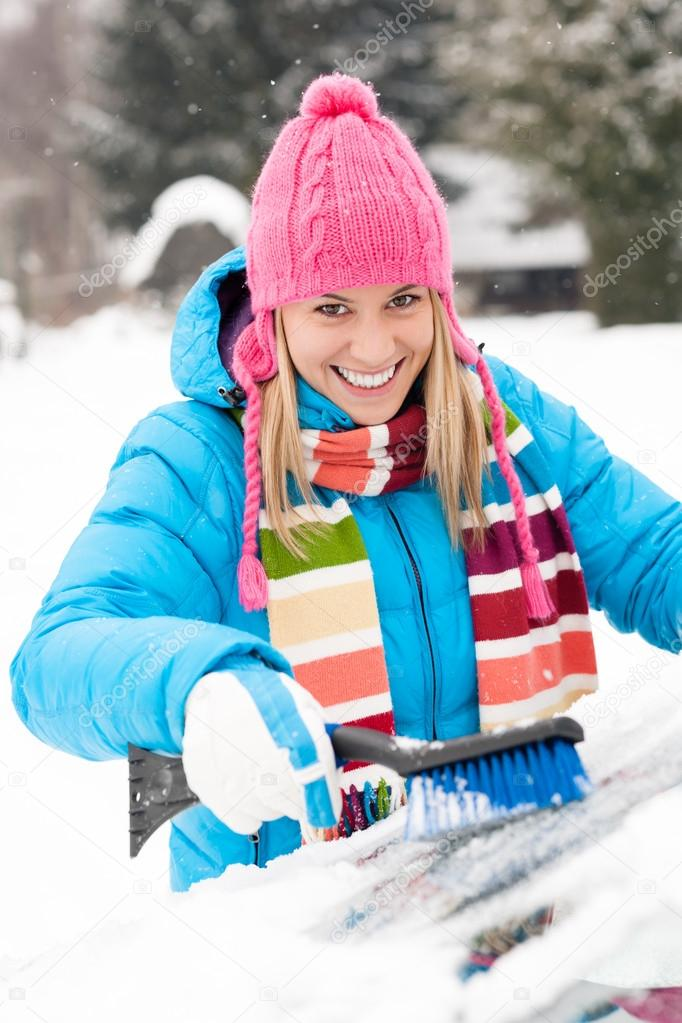 Woman wiping car windshield using brush snow winter happy work — Stock Photo #13814355