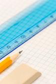 школа геометрии поставляет карандаш, каучук и правитель — Стоковое фото