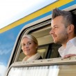 Man and woman looking out train window — Stockfoto