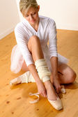 Ballet dancer getting ready for studio performance — Stok fotoğraf