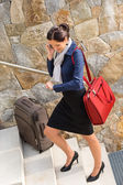 Traveling businesswoman hurried rushing climbing baggage carry-o — Stock Photo