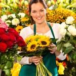 Smiling florist woman bouquet sunflowers flower shop — Stock Photo