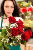 Young woman making flower bouquet florist shop — Stock Photo