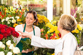 Senior customer buying red roses flower shop — Stock Photo