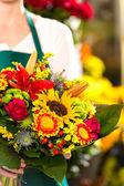 Colorful bouquet flowers florist holding flower market — Stock Photo