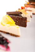 Dilim pasta seçimi lezzetli tart tercih — Stok fotoğraf