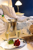 Champagne rose bed celebrate special occasion bedroom — Stock Photo