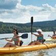 Young students kayaking in the sunshine - Foto Stock