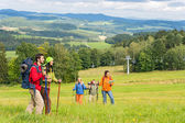Young trekking enjoying scenic landscape — Stock Photo