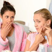Young teenager and her friend squeeze pimple — Stock Photo