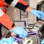 冲的医护人员和医疗设备设备 — 图库照片